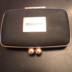 Makeup revolution bronzer and highlight duo